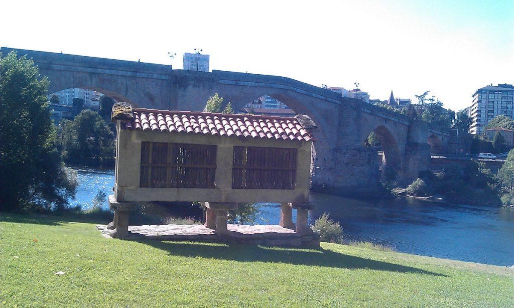 Horreo y Puente Romano