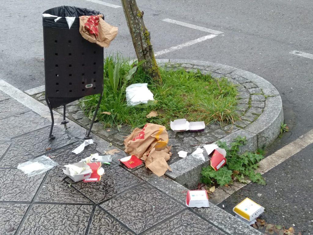 Los incivilizados dejan su huella tras pasar por McDonald's y Burger King