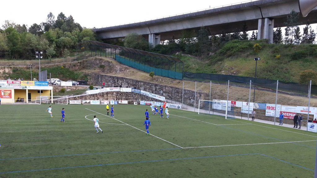 Campo de fútbol de Os Carrís